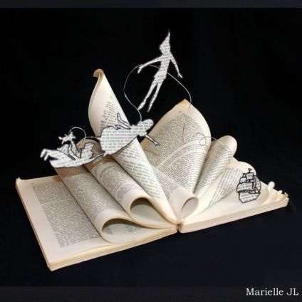 b3af8d57d65175b64a51a2a18c356686--book-sculpture-peter-pan